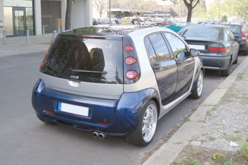 800px-Smart_forfour_brabus_blue_rear.jpg