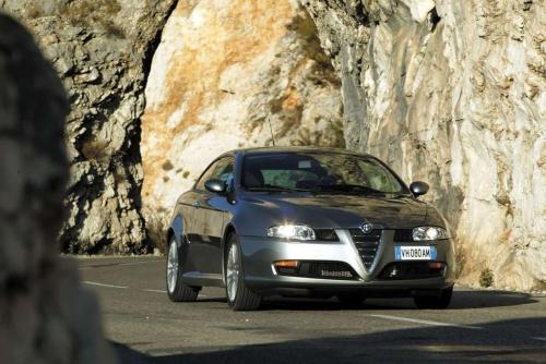 Alfa_Romeo-GT_2003_1024x768_wallpaper_17.jpg